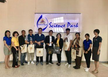 หน่วยบ่มเพาะวิสาหกิจ ให้การต้อนรับทีมงานพัฒนาสังคม ตลาดหลักทรัพย์แห่งประเทศไทย